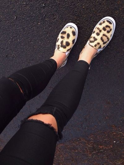 fabulous-looks:  Black Ripped Jeans»Shoes»