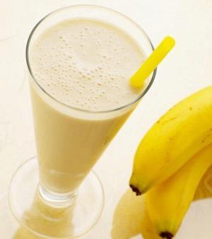 Faltou energia?  Experimente este shake energético!    Bata no liquidificador: 200ml de leite, 1 banana, 3 castanhas do pará, 1 colher (sopa) de aveia, 1 colher (sopa) de mel.