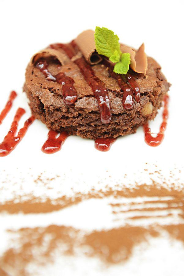 Brownie de Macadâmia com calda de framboesa. Receita dos alunos do curso de gastronomia da Unimep, em Piracicaba. Foto Senhora Mesa. Todos os direitos r.