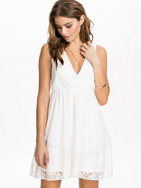 V - Neck Lace Hem Dress - Nly Blush - Offwhite - Festklänningar - Kläder - Kvinna - Nelly.com