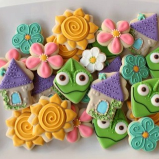 Tangled cupcakes at http://www.sweetsugarbelle.com/
