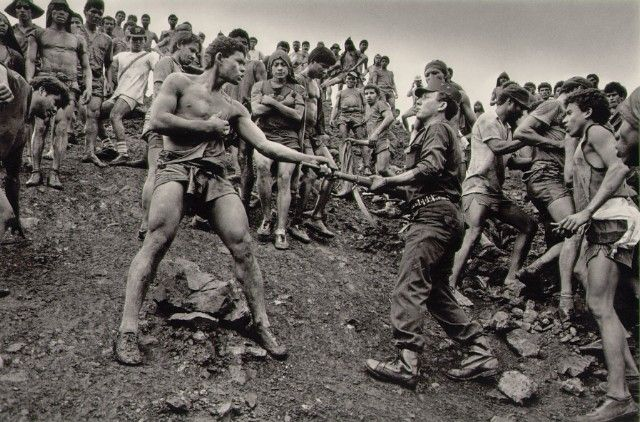 Dispute between Serra Pelada gold mine workers and military police  Brazil, 1986