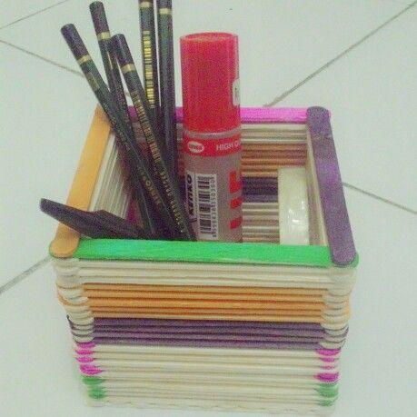 Simple..tempat untuk menyimpan pensil dan alat tulis lainnya