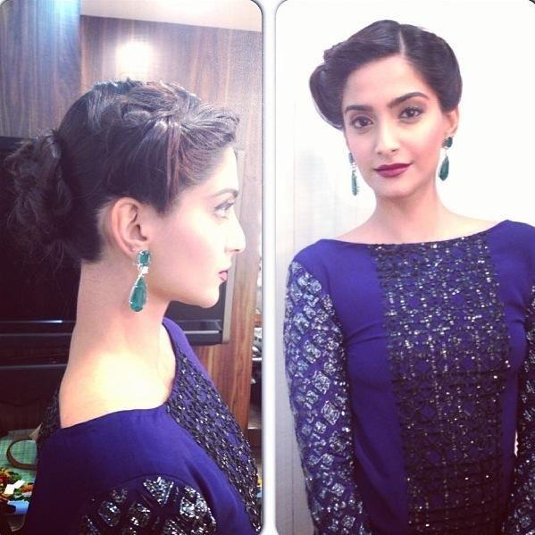 Sonam Kapoor Glam Up In Blue Dress On FilmFare 2014 Party #SonamKapoor #BlueDress