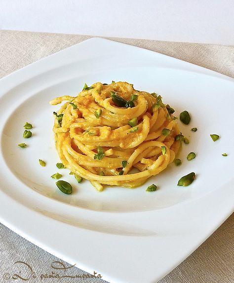 Di pasta impasta: Spaghetti in salsa di zucca con gorgonzola e pistacchi