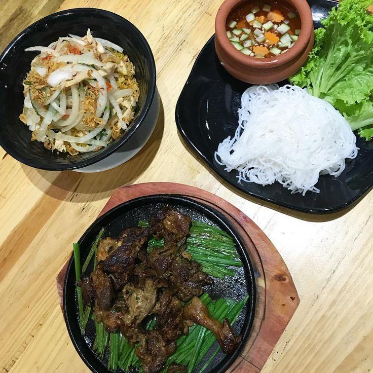 Vietnamese food  . . . . . . . . #hanoi #vietnam #vietnã #travel #viagem #vacation #ferias #verao #cool #vacaciones #lifestyle #lifestyleblogger #instagrammer #instatraveling #delicious #mystyle #instacool #food #comida #asiatravel #asiatrip #asiafood #vietnamesefood #worldnomads #instagood #instatravel #instafood #dobrasilparaomundo