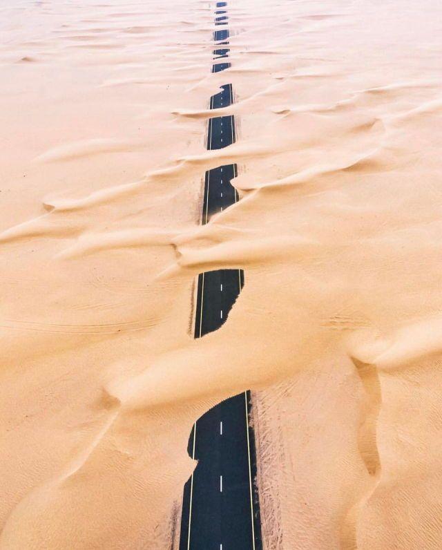Dubai desert highway