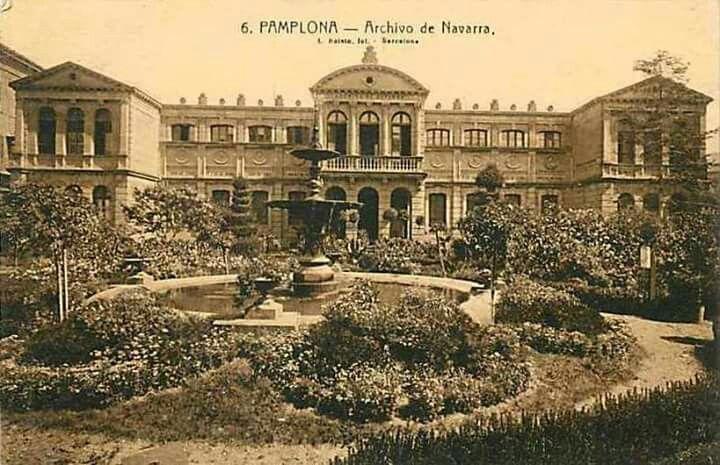 Jardines del Palacio de Diputación, donde se ubicaba el Archivo General de Navarra. Pamplona.