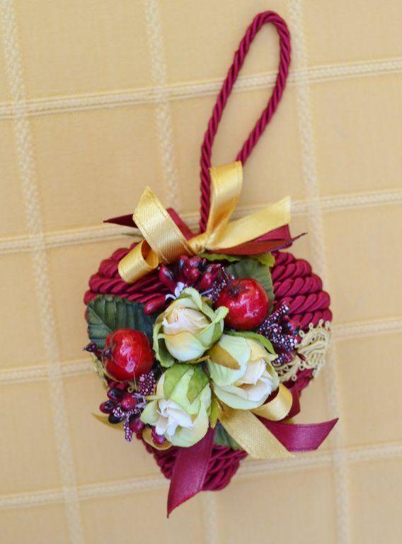 PENDAGLIO - ROMANTICO CUORE - PatriziaB.com Dolcissimo ed elegante cuore impreziosito da passamaneria, nastri e decoro con roselline in stoffa. Natale con delicato romanticismo