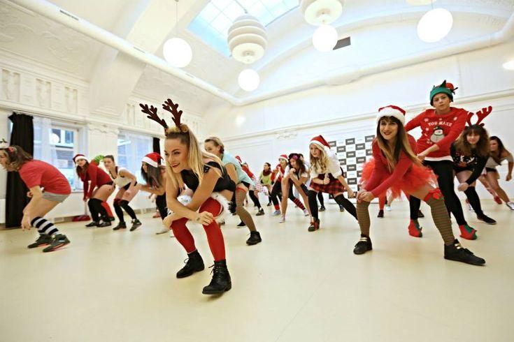 Christmas gift tips for dancers, bikram yogis, pilates lovers, fitness addicts, runners... Siluet YOGA WEAR, Anet Antosova, StagePraha #siluetyogawear #madewithloveforyou