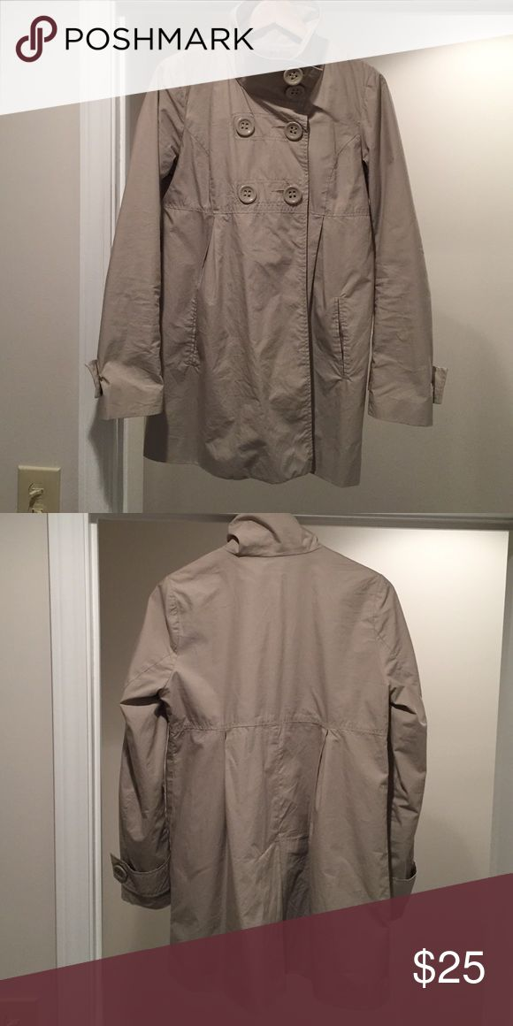 Jack BB Dakota Lightweight Jacket Neutral Lightweight rain jacket. Lined throughout. High neck for the windy days! Hits mid/low thigh. Adorable with wellies! BB Dakota Jackets & Coats