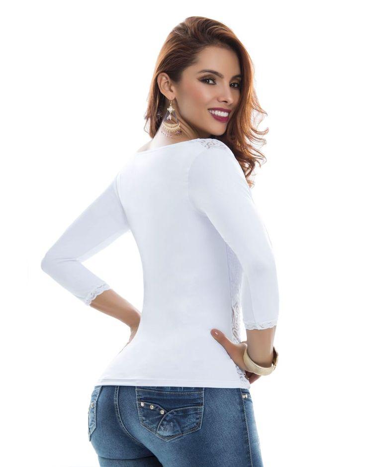 Blusa  BL-4053-BL Blusa moderna tono blanco de encaje, mangas tres cuartos y top incluido. Trasera