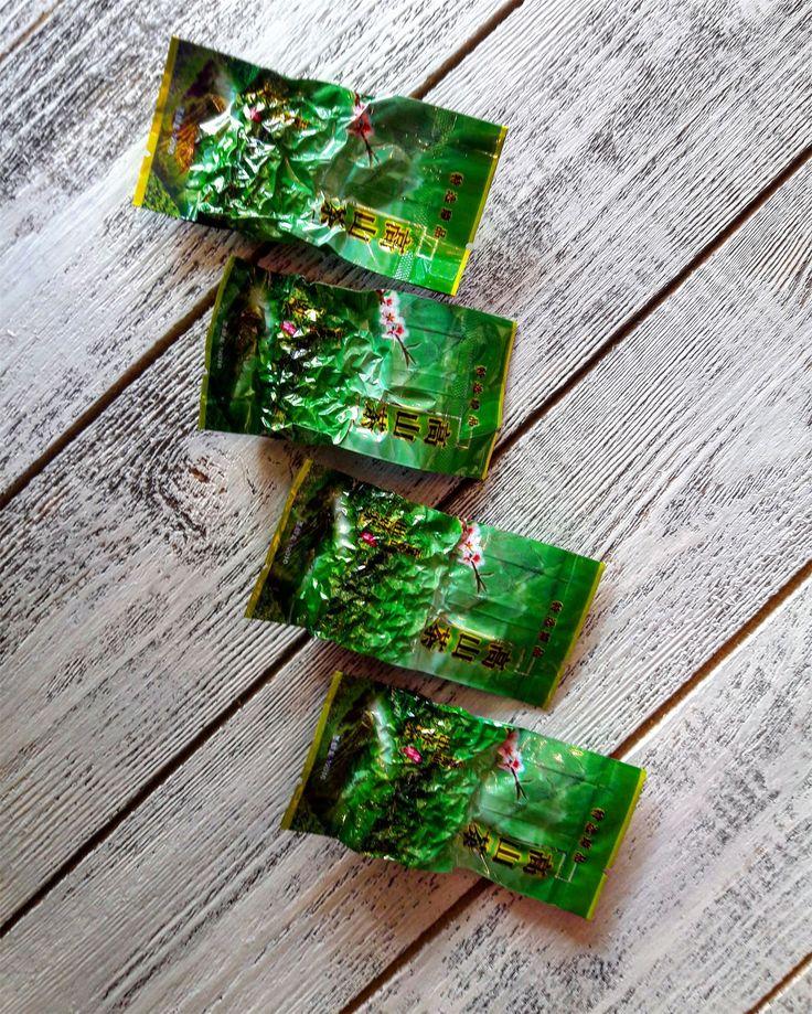 Те Гуань Инь (некоторые пишут: Тегуаньинь, Те Гуаньинь ) – это очень популярный, легендарный улун, выращиваемый в провинции Фуцзянь (в уезде Аньси). Здесь его заготавливали еще в 17 веке, во времена правления династии Тан. Название переводится как «Железная Бодхисаттва Милосердия». Тегуаньинь – это полуферментированный крупнолистовой чай, классифицирующийся как улун. Для производства такого чая используют зрелые листья, богатые кофеином и танинами. Те Гуань Инь ценят за его богатый аромат…