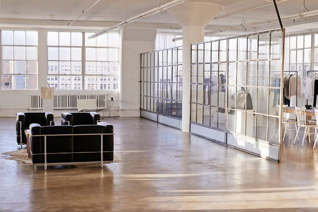 I love the showroom of fashion designer Anine Bing in downtown Los Angeles, situated in this gorgeous loft  ... the light is amazing. What a great place to work! photos via vogue es         xx debra