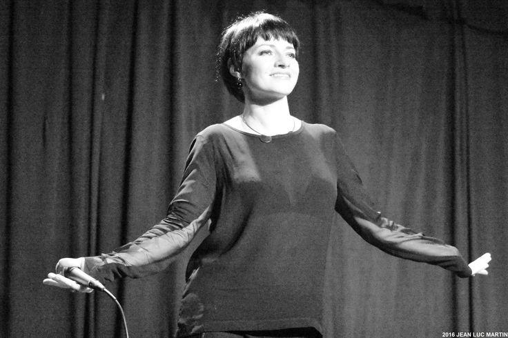 """KICCA A L'AZILE A LA ROCHELLE LE 13/03/2016 Une nouvelle collaboration entre la maison de disques Cristal Production et le café-concert """"L'Azile"""" à La Rochelle nous permettait d'entendre la chanteuse soul d'origine italienne Kicca dans un lieu intime..."""