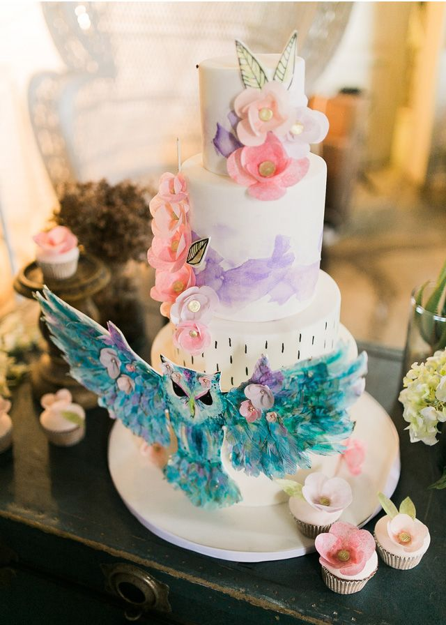 Unique wedding cake | Marlon Capuyan | see more on: http://burnettsboards.com/2016/02/hip-eclectic-wedding-inspiration/