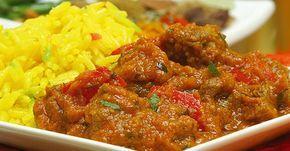 Esta receta de cerdo al curry con banano y coco es una mezcla impresionante de sabores, un plato para deleitar a toda la familia o a los invitados.