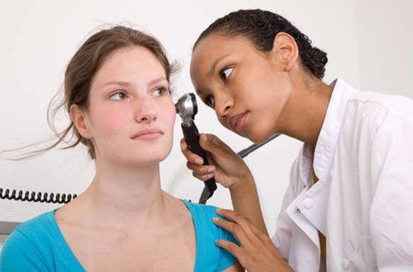 10 remedios y tratamientos holísticos para eliminar el tinnitus (zumbido en los oídos)