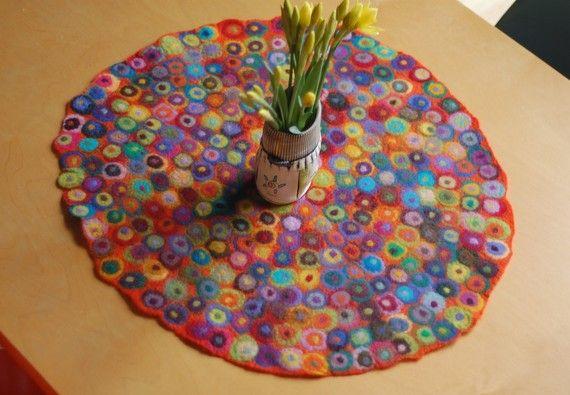nass Gefilzte gepunktete Runde Tischläufer    Größe: ca. 24 - 26 Zoll im Durchmesser    erhältlich in verschiedenen Farben-nur lassen Sie mich