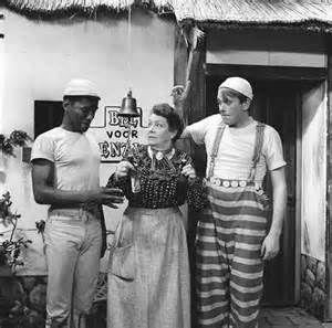 """De serie """"Mik en Mak"""" uit 1962/1963 met Donald Jones als Mik en Ger Smit als Mak en Magda Janssens als Oma Tingeling. Mik: """"Ik droom, ik droom, ik droom......"""" Herinner je je dat nog?!"""