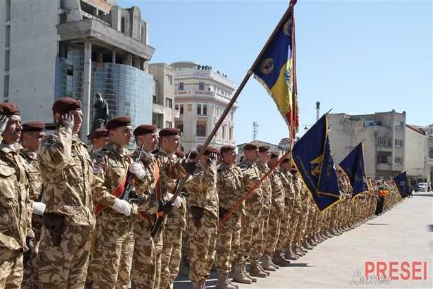 Rechinii Albi au ajuns acasă. Timp de sapte luni militarii români au participat la operatiunea NATO având ca misiune securizarea aeroportului din Kandahar si a personalului dislocat