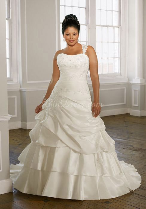 Perfect For The Modern Bride This Piece Demonstrations Traditional Style With Refined Features As Alterations We Can Alter Length And Bodice