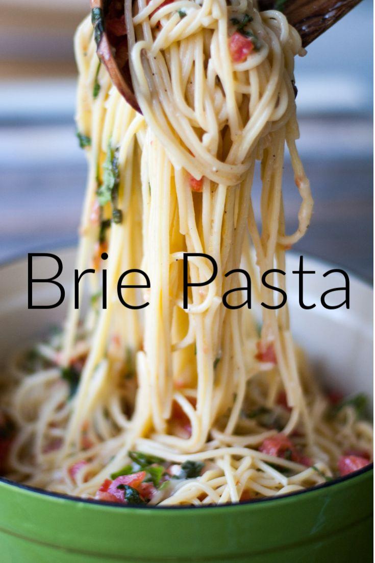 Brie Pasta mit Tomaten und Basilikum