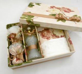 Divina Caixa: Caixa Kit lembrança para padrinhos de casamento. Contém: 01 caixa forrada + 01 sabonete líquido bico de jaca + 02 sachês + 01 toalhinha de lavabo com aplicação de tecido