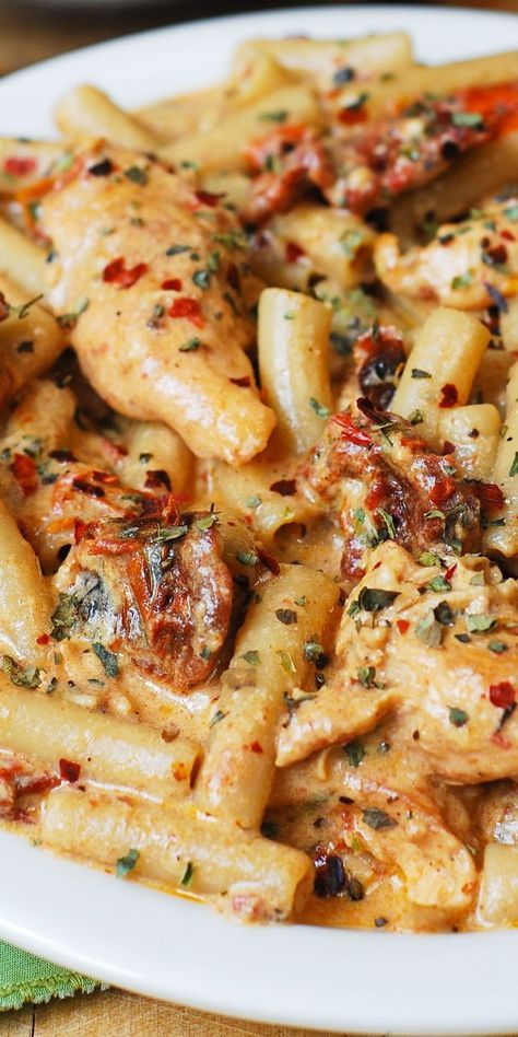 Chicken mozzarella noodles with sun-dried tomatoes. #chickenpasta #pasta …  – Essen