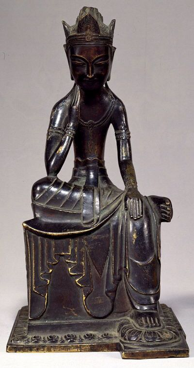 Image from http://www.onmarkproductions.com/assets/images/db_images/db_6-seated-buddha-one-leg-pendent-asuka-era-tokyo-natil-museum2.jpg.