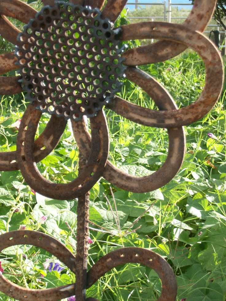 Rustic Horseshoe Sunflower Sculpture MADE to ORDER. $35.00, via Etsy.
