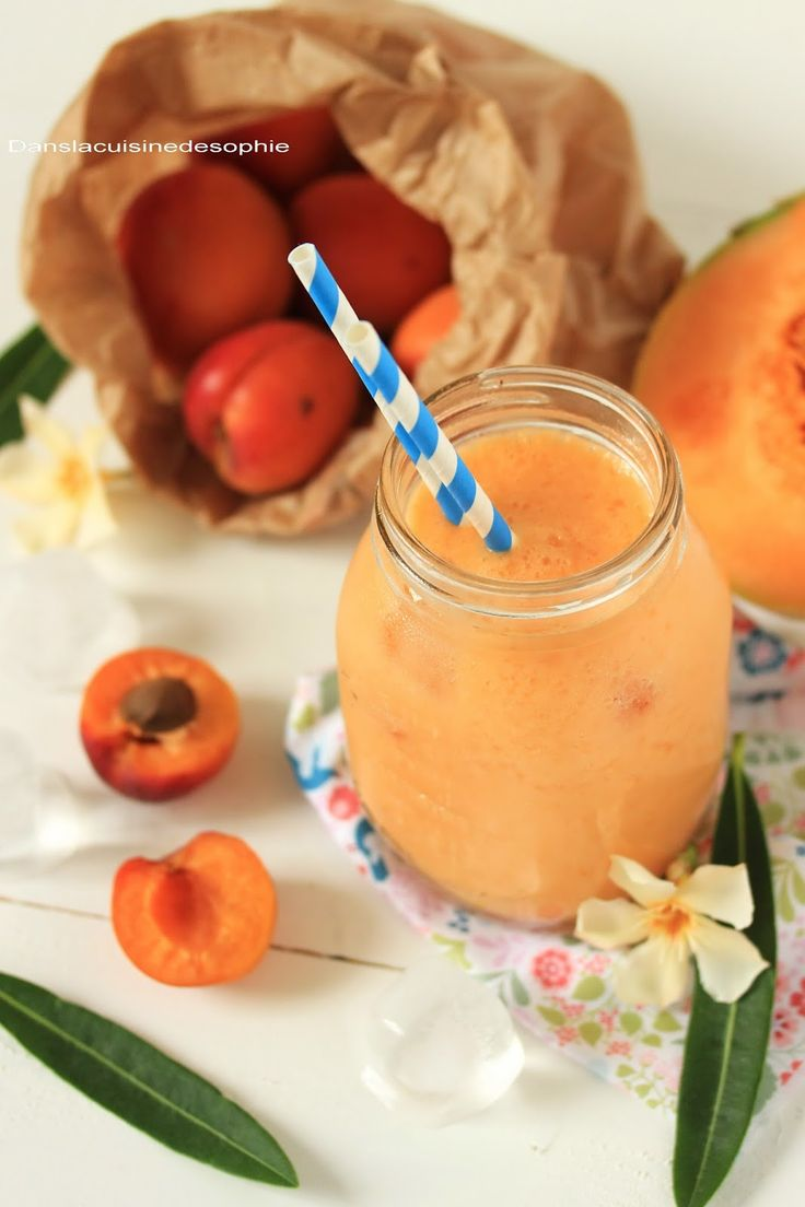 Smoothie melon, pêche, abricot et eau de coco