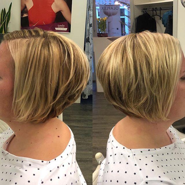 Ein Gestrahnter Stufiger Bob Eine Kundin Von Unserer Yasmina Haircut Hairstyle Strahnen Strahnchen Bob Blonde Blondehair Friseur Frisuren Shorthair
