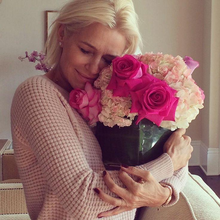 flowers.. decor.. Yolanda Hadid..