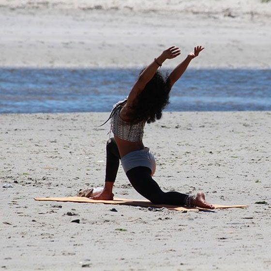 Yoga salutul soarelui: 10 minute de miscare energizanta in fiecare dimineata plus video cum se realizeaza salutul soarelui…