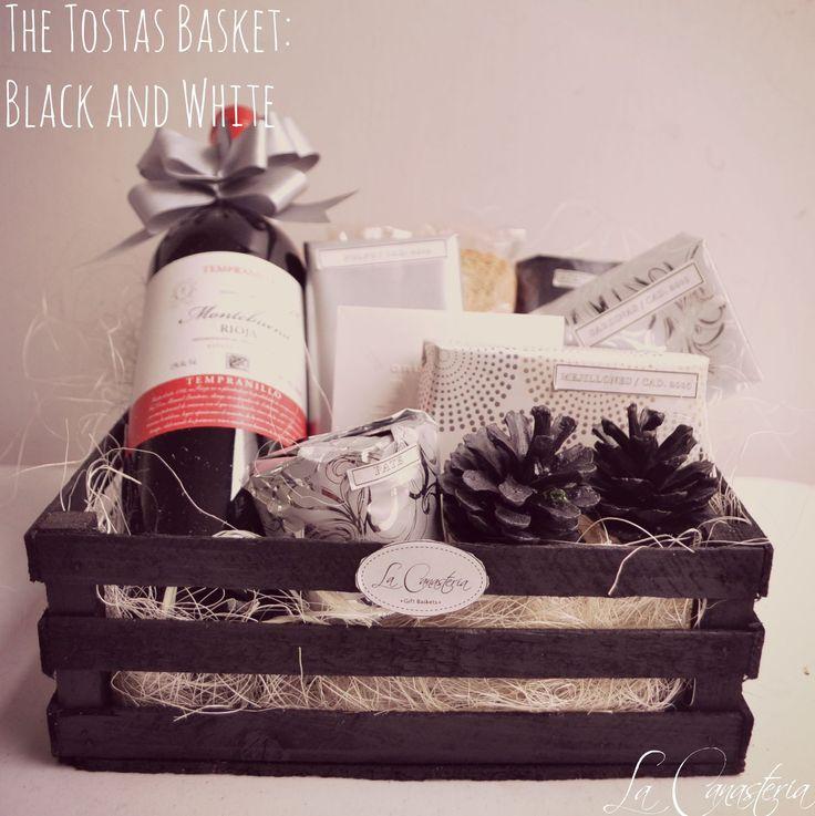The Tostas Basket: Black and Whitees sin duda uno de nuestros best sellers por su fina selección de productos y creativa presentación para hacer de tus regalos navideños un detalle memorable en la…