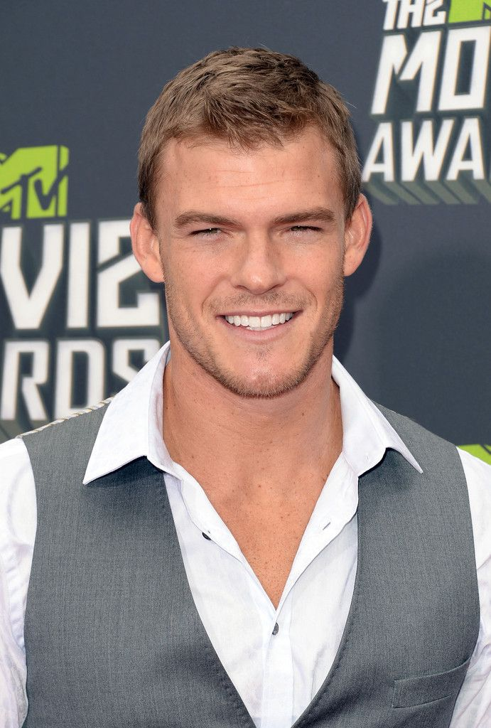 Alan Ritchson (Gloss!) arriving at the 2013 MTV Movie Awards