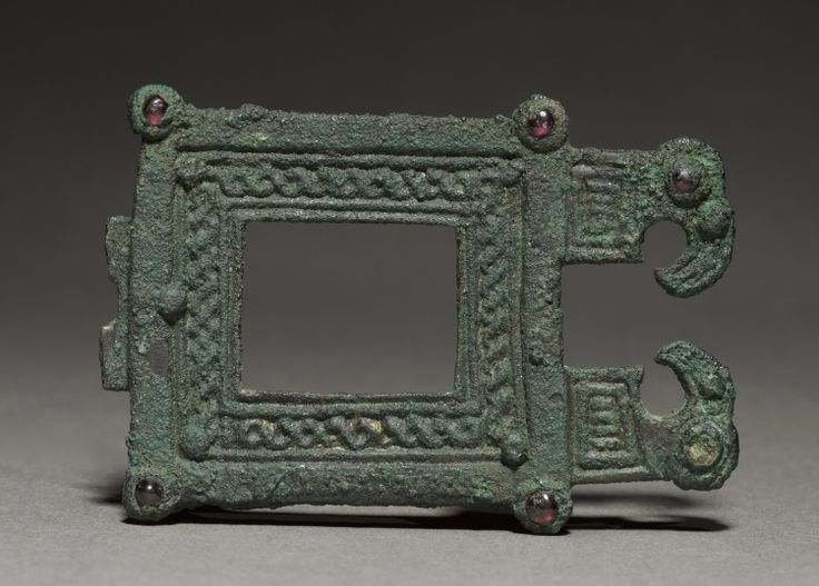 6th c. bronze and garnet Ostrogothic buckle (4 3/4 x 2 5/16 in.) - Cleveland Museum of Art 1930.228