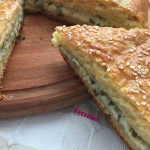 Закрытый пирог из творожного теста с сыром