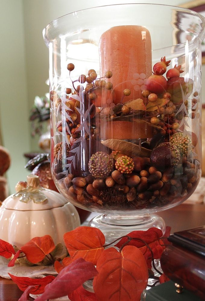 FOYER TABLE DISPLAYING A DELIGHTFUL COLLECTION OF ALL THINGS AUTUMN  Credit: Note Songs