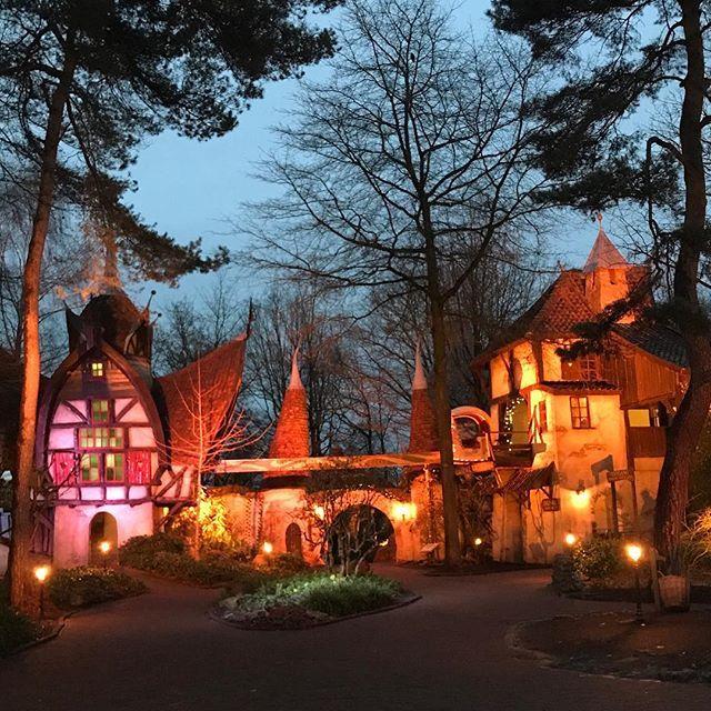WERBUNG ⭐️ Wie im Märchen 💕⭐️💕 #efteling #freizeitpark #niederlande #holland #eftelingpark #winter #christmastime #wintergewand #winterefteling #blogger #familie #family #wochenende #colourful #cozy #lights #familienurlaub