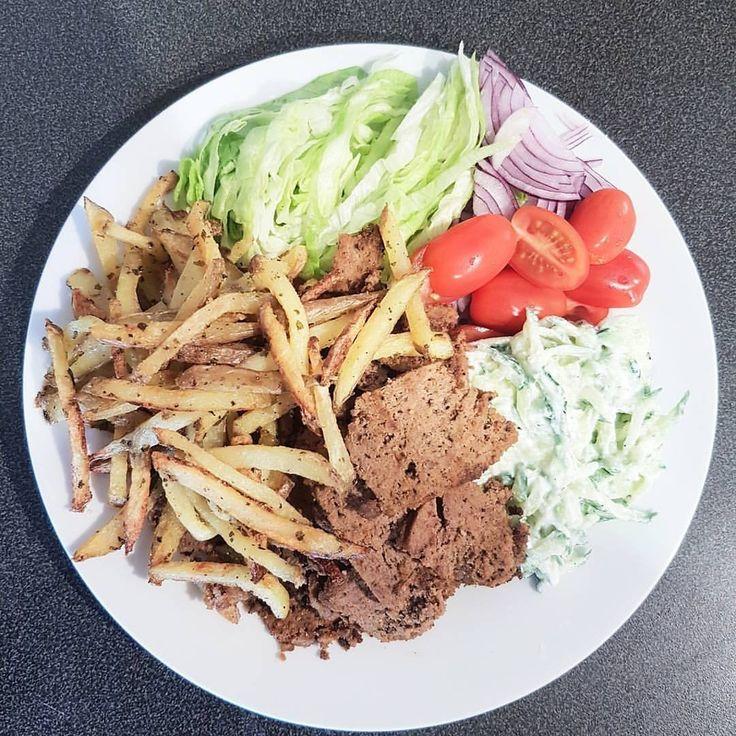 Recept hemmagjord kebab: Nötfärs  1 Ägg (jag använde 1dl äggvita) Kebabkrydda Vitlök Paprikapulver Lökpulver Eventuellt salt (uteslutet för mig)