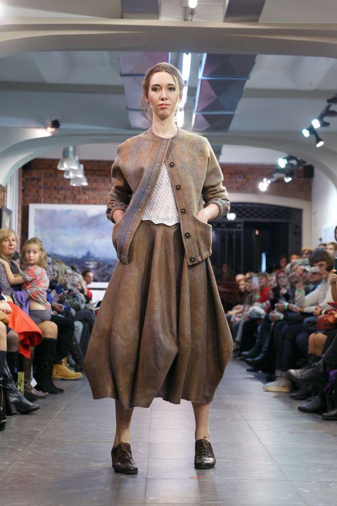 Дефиле Felt Fashion Show на выставке 'Новая Жизнь Традиций'Дизайнер: Наталья КОНДРАШЕВАКоллекция: 'Загадки МАЙЯ'…