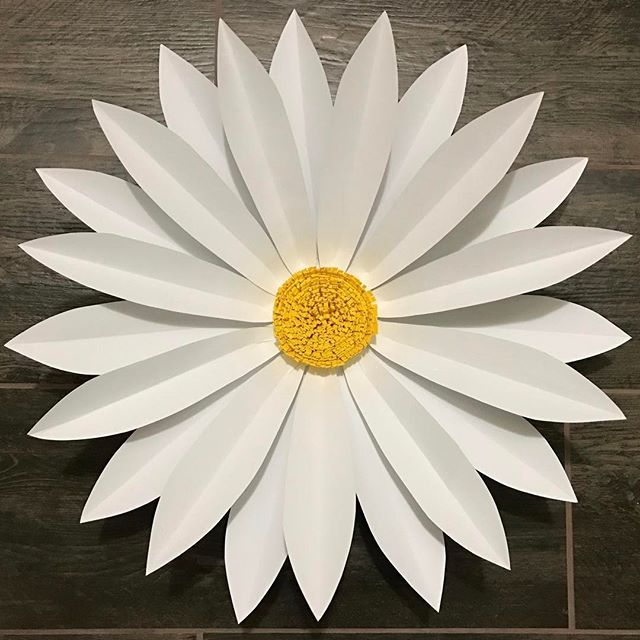 #flashbackfriday My very first Daisy! 💜💜 To order this template or to put your order of assembled paper flowers, email me at ➡️➡️➡️ paperfleurbyjennifer@gmail.com or send me a direct message. #paperfleurbyjennifer  #fbf