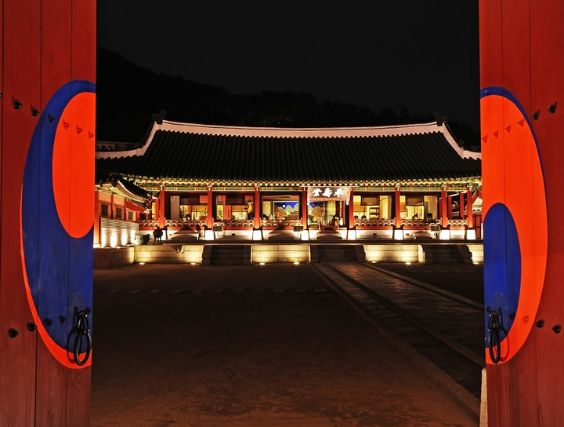 The Suwon Hwaseong Fortress was the world's first planned city.   #unesco #palace #fortress #수원화성 #suwon #nightview #good #korea  https://www.seoulcitytourbooking.com/korea.fita/package/detail/index/91/17/world-cultural-heritage-site-tour-21/