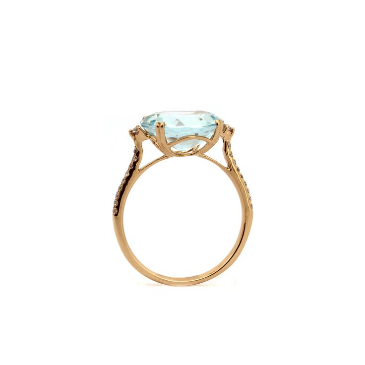 Atmosphere Ring | A classic round brilliant cut Aquamarine ring set in a delicate basket of yellow gold, shouldered by petite diamonds to give an extra sparkle. Bring some Atmosphere to the party!