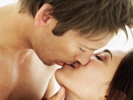 A doença do beijo é causada por um vírus da família do herpes e tem sintomas semelhantes ao da gripe.