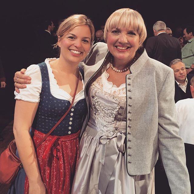 Media Katharina Schulze ( @kathaschulze )Mit der Powerfrau Claudia Roth beim #nockherberg - super war's! #münchen #bayern #dirndl #tracht #grüne #bavaria #derbl...