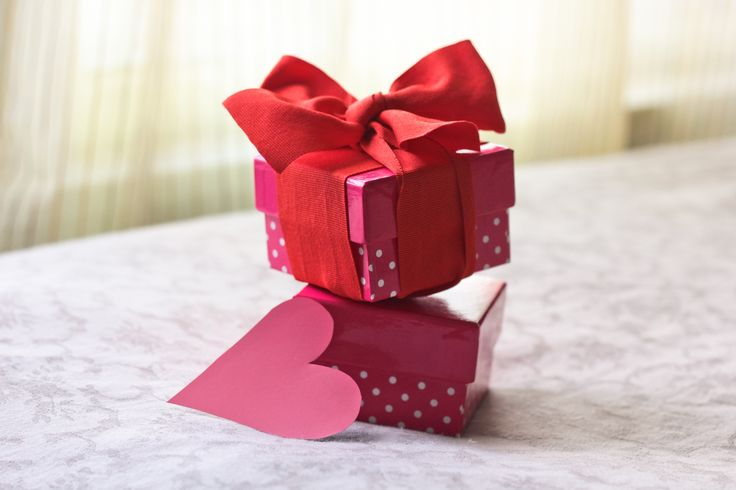 How cute are these little gift boxes? Photograph by Maria Trujillo. #homemade #boyfriend