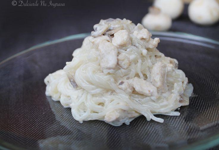 Paste Dietetice cu Sos Alb, Pui si Ciuperci (low-carb, low-fat, cu mai putine calorii)